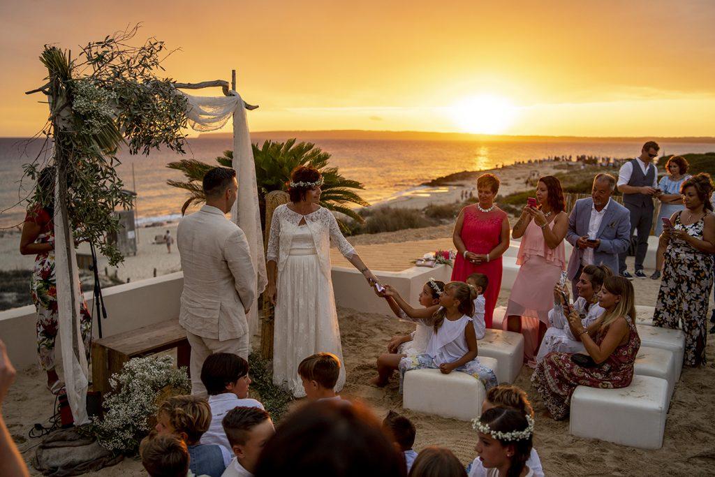 Ceremonia en el Flier  Migjorn Formentera boda  playa  puesta de sol
