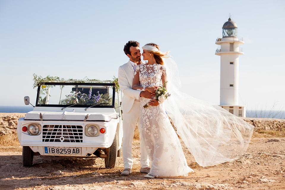 Boda en Formentera Faro Mehari novios fotógrafo